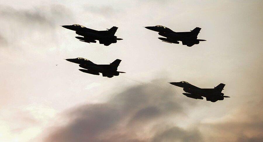 پرواز هواپیماهای جنگی بر فراز آسمان بغداد